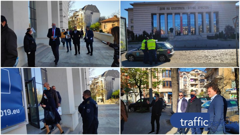 Полиция пази пловдивския парламент, всички съветници с маски и шлемове