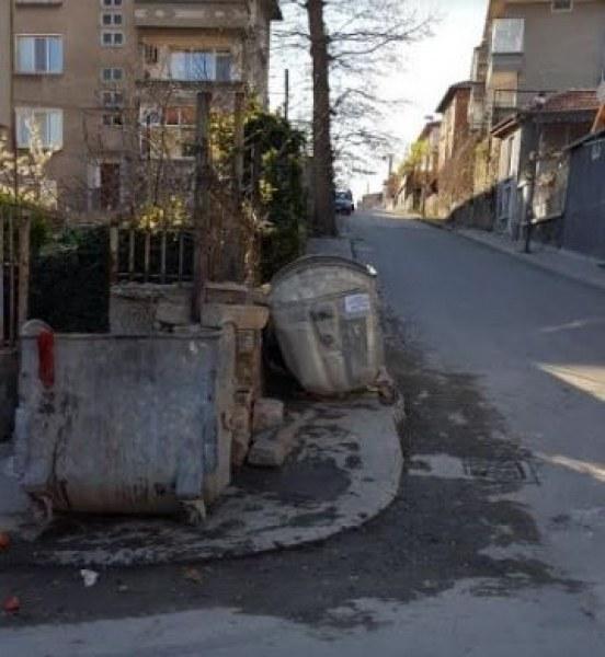 Извършиха проверка по сигнал за изхвърлени гуми до контейнери в Асеновградско
