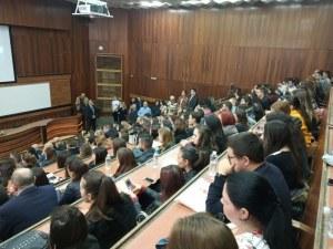 Отлагат държавните изпити на студенти заради COVID-19