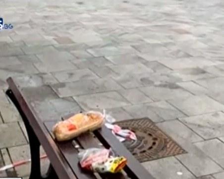 Кои са хората, които оставят нощем храна пред метростанциите в София?