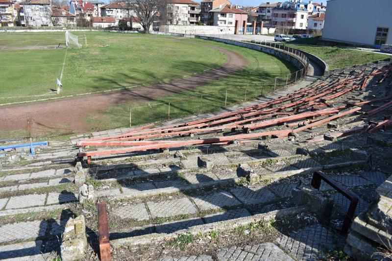 Слагат охрана на стадион в Асеновград
