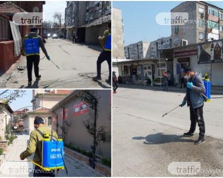 Доброволци разпръскват дезинфектант в Столипиново