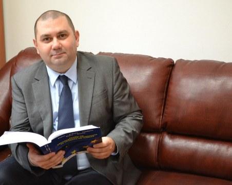 Доцент по Конституционно право от Пловдив тълкува извънредното положение