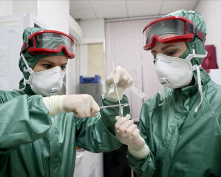 Експерти назоваха най-вероятният начин за заразяване с коронавирус