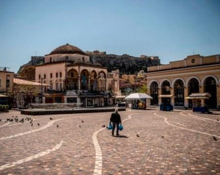 Гърция очаква 50% спад на туризма това лято, въвежда здравен паспорт
