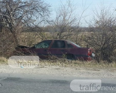 Кола се заби в дърво в Асеновград, водачът – само с натъртвания