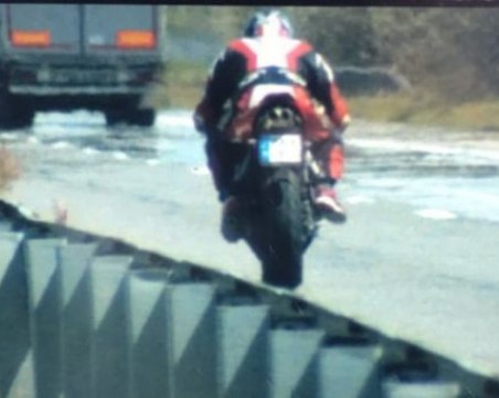 Отново! Моторист профуча с 229 км/ч край Пловдив