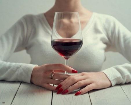 Токсиколози обясниха защо не трябва да пиете алкохол в условия на самоизолация