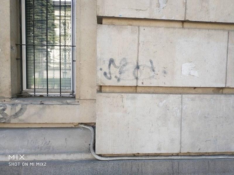 Ръководството на Алма Матер: Не са пробивани дупки по фасадата на Ректората