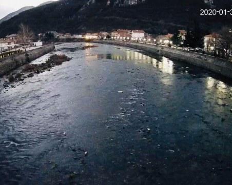 Граждани искат да черпят вода за напояване от незаконен канал в Кричим