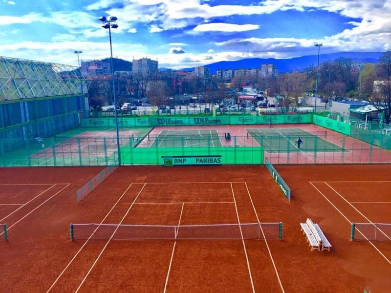 Тенис клубовете възобновяват тренировките