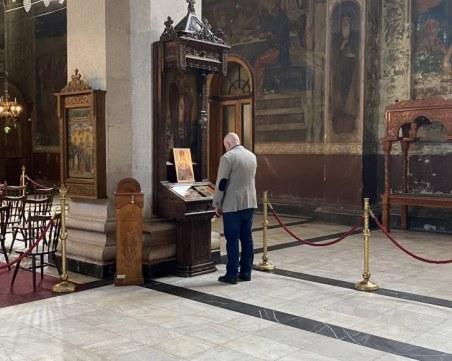 Крадци разбиха църква, задигнаха кръст и дарения от храма