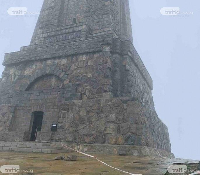 Български светини се рушат! Късове падат от паметника на връх Шипка