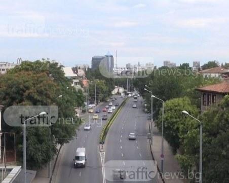 Ремонт затруднява движението на натоварен булевард в Пловдив