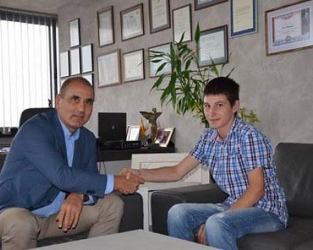 Кой е 20-годишният бизнесмен, поискал Левски? Името му се прочу покрай скандал в Пловдив