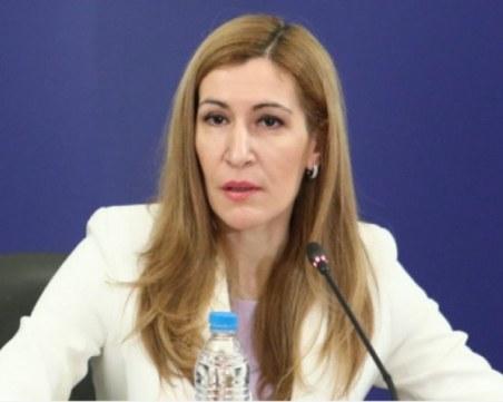 Ангелкова обяви как ще се процедира при случаи на COVID-19 по морето