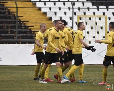 В Ботев няма коронавирус, отборът подновява тренировки в петък