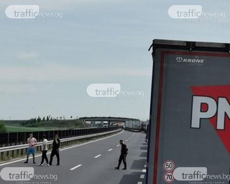 Колона от тирове на границата с Румъния! Шофьор: Като затворници сме