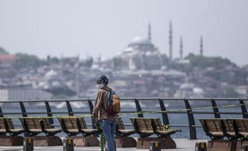 Турция с полицейски час за Рамазан байрам