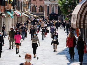 В Португалия отвориха училища, ресторанти и музеи