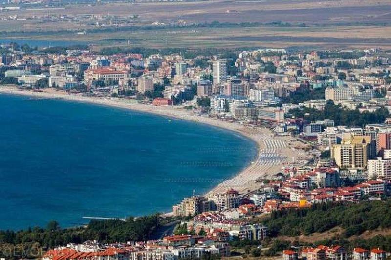 Ангелкова: Няма да затваряме хотели заради един болен