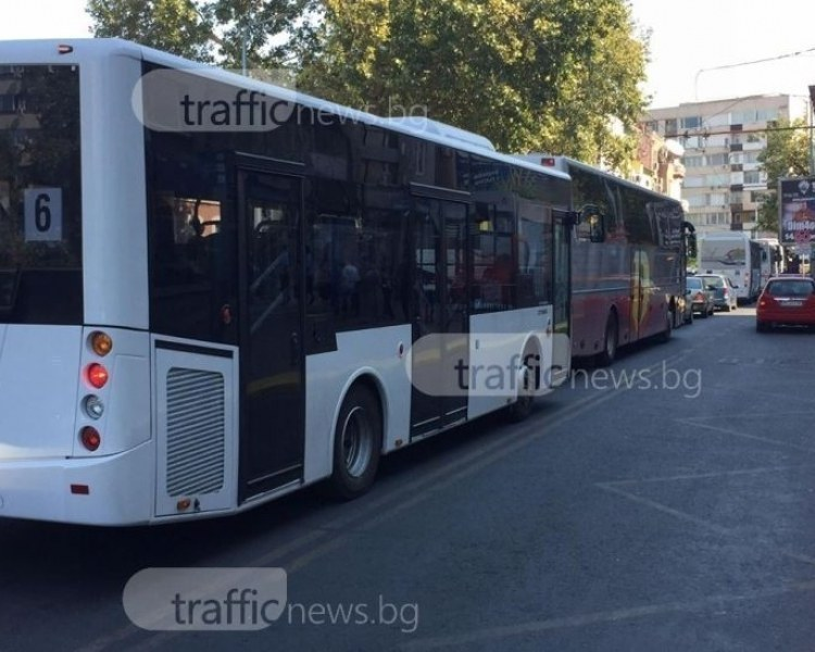 Авариен ремонт: Спират движението на улица в центъра на Пловдив