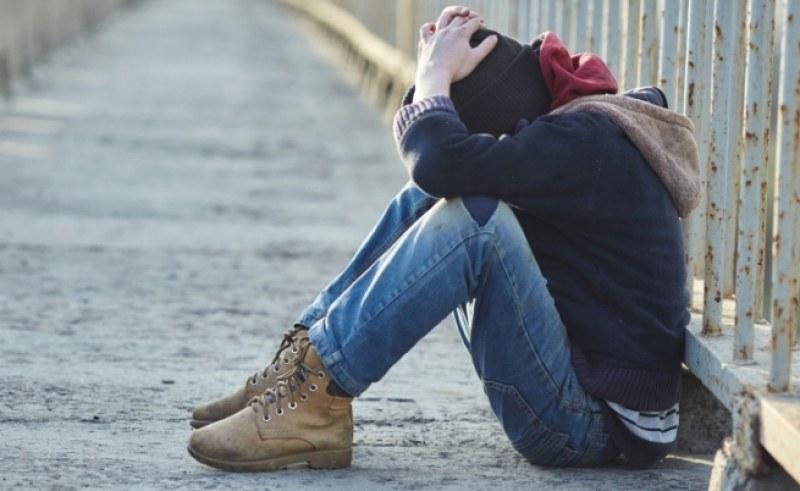 Хулиганите, съблекли 16-годишния пловдивчанин на Гребната, го накарали да им чисти обувките
