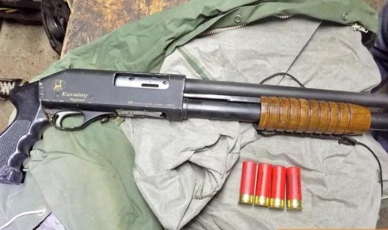 Спипаха мъж с незаконно оръжие и боеприпаси край Пловдив
