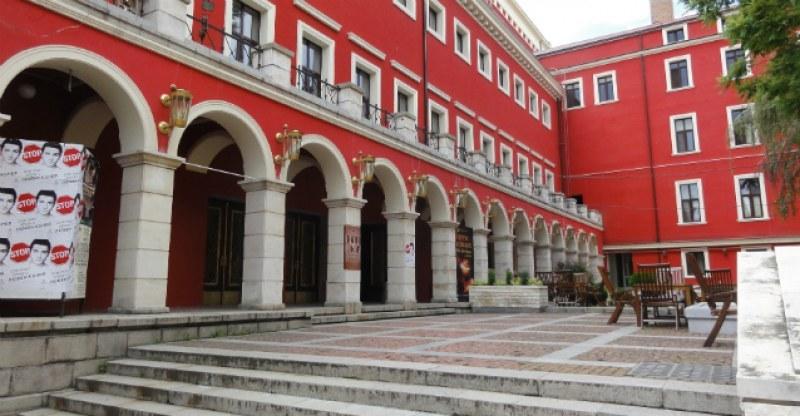 Театрите отварят частично от 1 юни