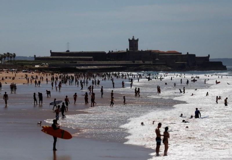 Португалците напълниха плажовете