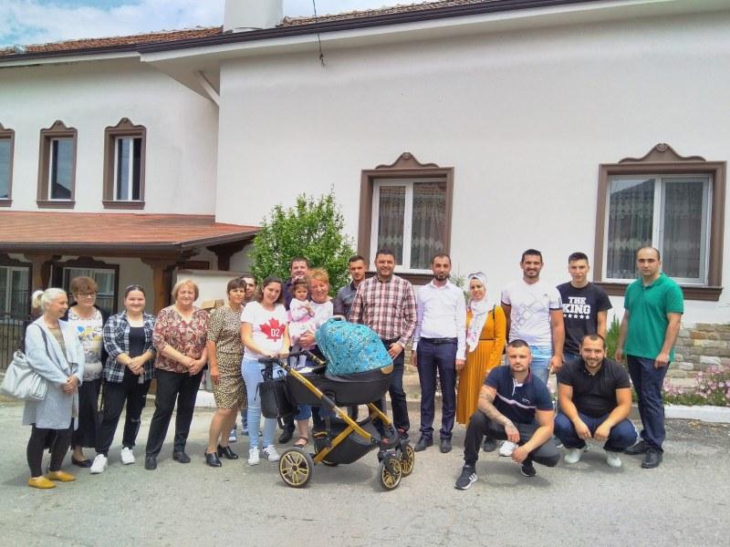 Павел Михайлов и Владимир Маринов дариха курбан за празника Рамазан Байрам в село Устина