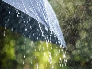 Слънце - за малко, после дъждът настъпва! Хладно време обхваща страната