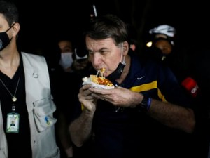 Бразилци скочиха срещу президента си с викове