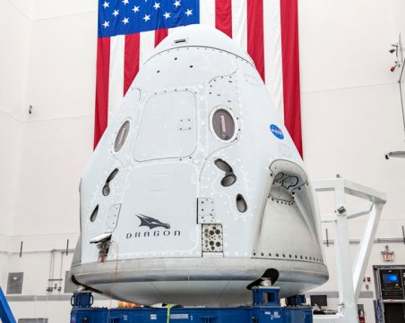 Исторически полет на Илон Мъск праща хора в космоса