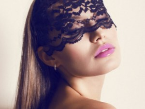 Защо сексът с вързани очи е по-добър?