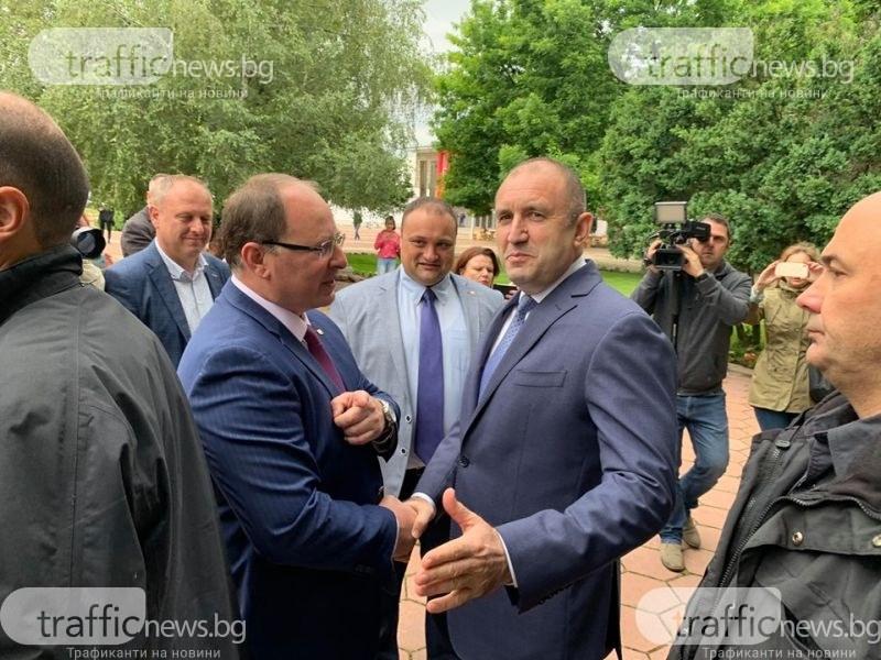 Аплодисменти за президента Радев в Садово
