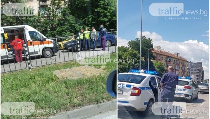 Две коли се удариха на моста на Герджика, линейка е на място