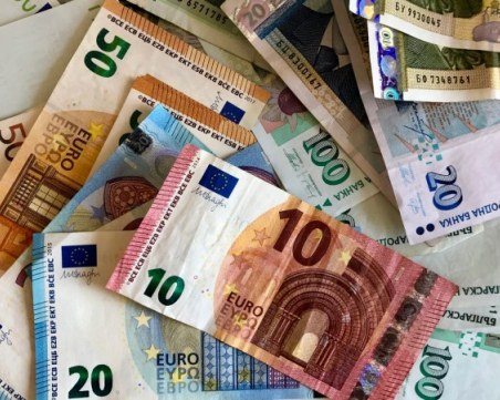 Удар! Арестуваха трима, откриха у тях 10 бoна фалшиво евро