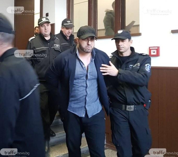 Пеньо Мангъров в съда: Прокурорът лъже! Вярва на две плеймейтки