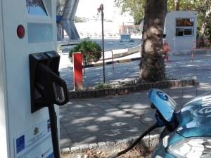 """Инсталираха бързозарядна станция за електромобили в Пловдив – батерията се """"пълни"""" за 40 минути"""