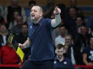 Иван Петков ще продължи да води женския национален отбор по волейбол