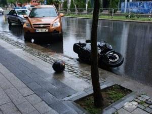 Катастрофа с моторист в центъра на Пловдив