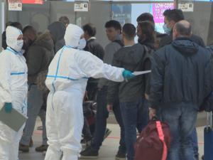 Щабът: Ще предложим отпадане на 14-дневнта карантина на влизащите от чужбина