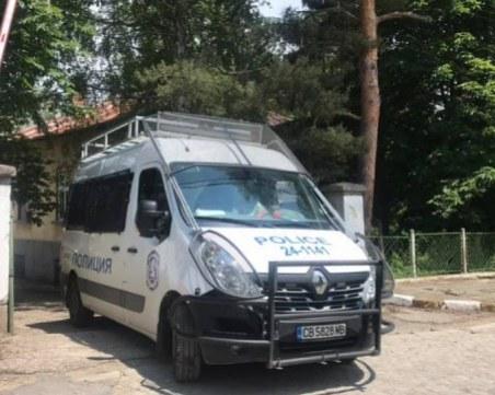 """Арестуваха гранични полицаи на """"Калотина"""" заради взимане на подкуп"""