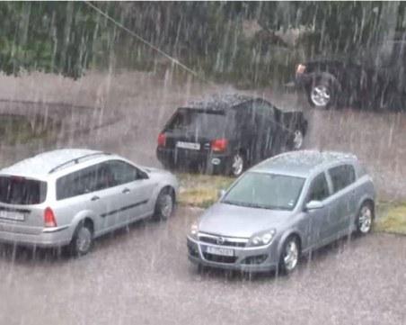Мощна градушка удари Търговище, има наводнени улици