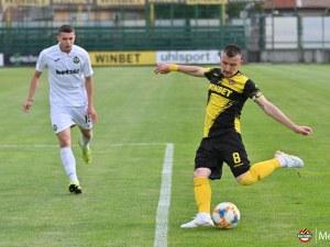 Ботев победи Славия в контрола след паузата заради COVID-19