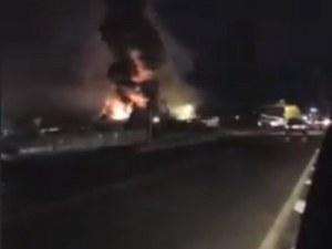 Голям пожар на борсата край село Кърналово, хора спасяват стока и автомобили