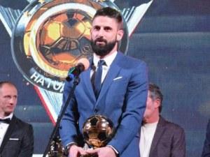 Капитанът на Локо ще дари 112 топки на децата от школата