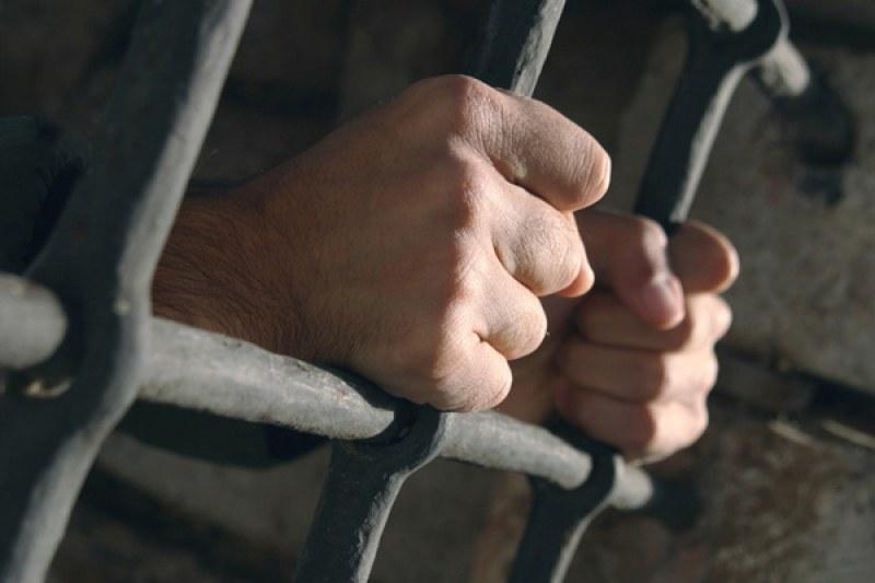 Задържаха двама разследващи полицаи, искали подкуп