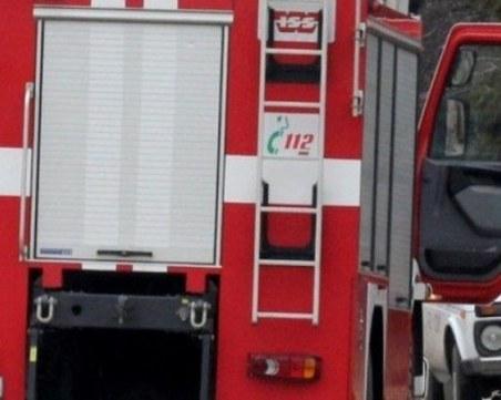 Кола се запали на бензиностанция край София